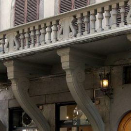 Il balcone rovesciato e la testa dura dei fiorentini.