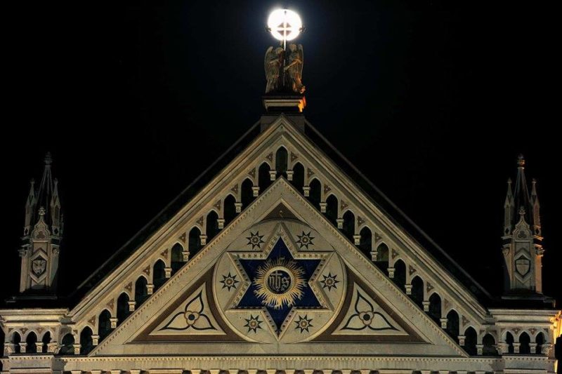 [cml_media_alt id='804']santa-croce-am-mirata-dalla-luna[/cml_media_alt]