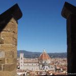 Fra vetrate e affreschi nel Duomo di Firenze.