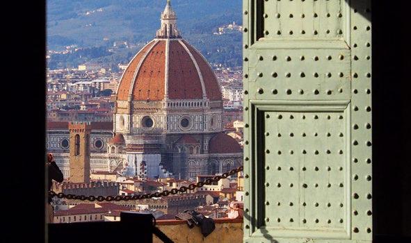 """La porta di San Miniato, """"Haec est porta coeli""""."""