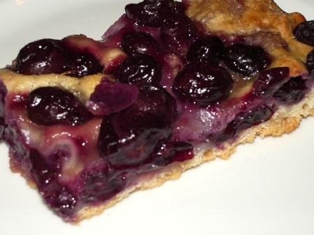 Stiaccia con l'uva, il dolce di settembre e ottobre.