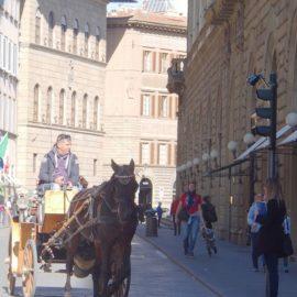 Uno scatto da Via Tornabuoni.