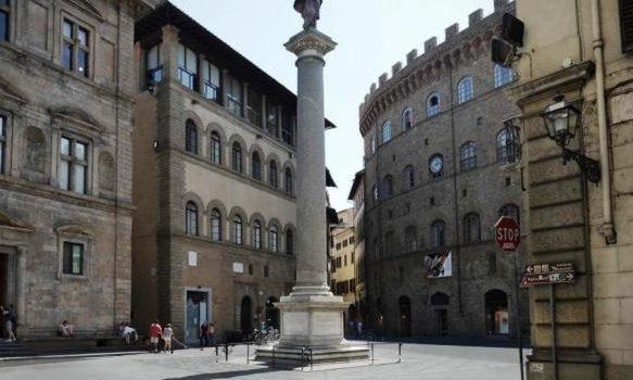 La colonna della Giustizia e la storia dei furti a Ponte Vecchio.