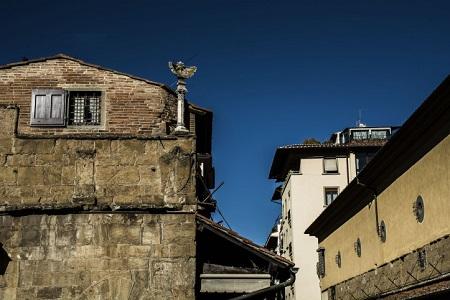 Antico orologio solare sul Ponte Vecchio, la meridiana.