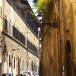 Uno sguardo in via de' Bardi a Firenze.