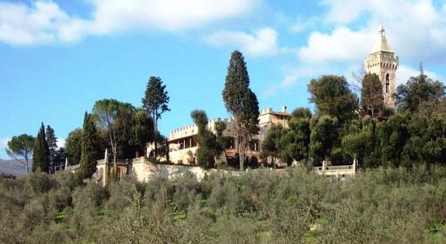 Villa Medicea con fantasmi.