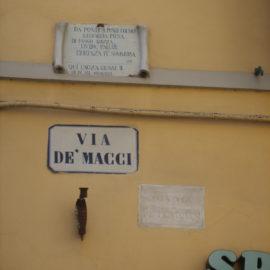 I cartelli delle vie di Firenze.