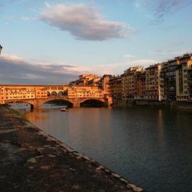 Illuminando il Ponte Vecchio.