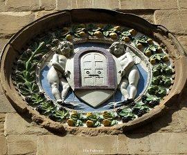 Vedendo lo stemma dell'arte della seta.
