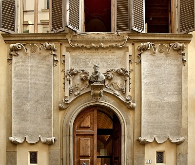 Palazzo dei Cartelloni, un omaggio a Galileo Galilei.